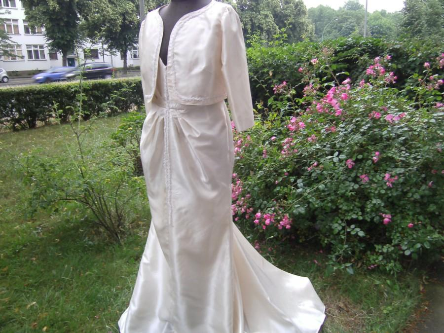 Hochzeit - Wedding dress cream Gr. 44, unique, hand made by himmeldurchnadeloehr, with godet, women, taft, Felix, playful,