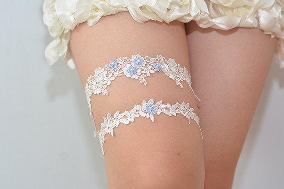 Свадьба - garters for wedding,blue bridal garter, wedding garter, bride garter set, white lace garter set, something blue garter, beaded floral garter