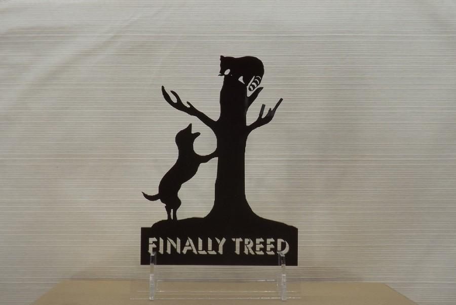 Hochzeit - Cake Topper - Coon Dog and Treed Raccoon - Finally Treed Cake Topper and Keepsake.  Coon hunting