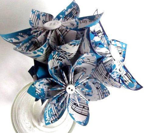 Свадьба - Petit Wedding Toss Bouquet- 5 inch diameter, 6 flowers, bridesmaids, flower girl, handmade, origami, paper flowers, wedding