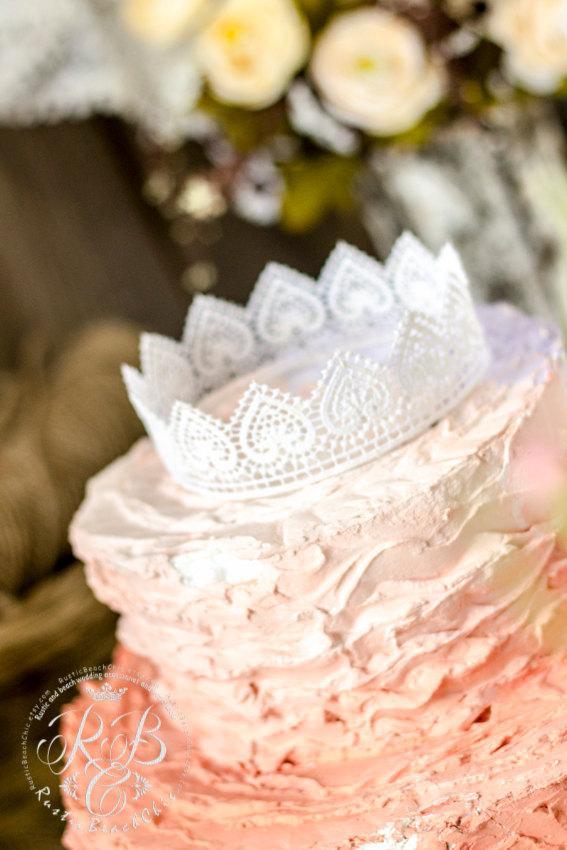 زفاف - White Rustic/Wedding Lace Crown Cake Topper/Princess Party/Crown Photography Prop/White Lace/Party Decoration/Romanticwedding/Vintagewedding