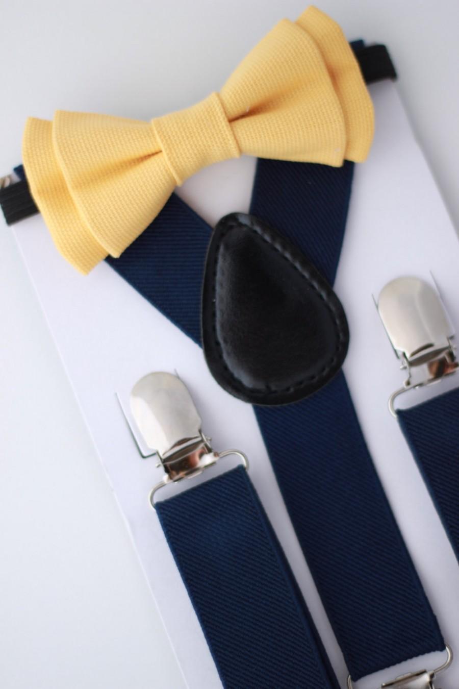 Mariage - SUSPENDER & BOWTIE SET.  Newborn - Adult sizes. Navy Blue Suspenders. Yellow denim bow tie.