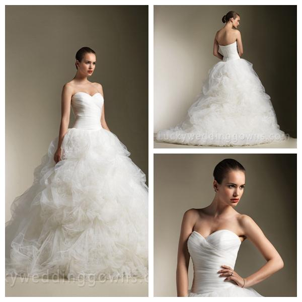 Hochzeit - Traditional Strapless Ball Gown Wedding Dress with Feathers Pick Up Skirt