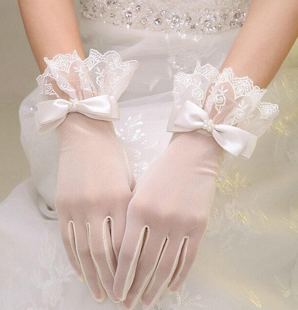Свадьба - wedding gloves lace gloves white bridal gloves in handmade