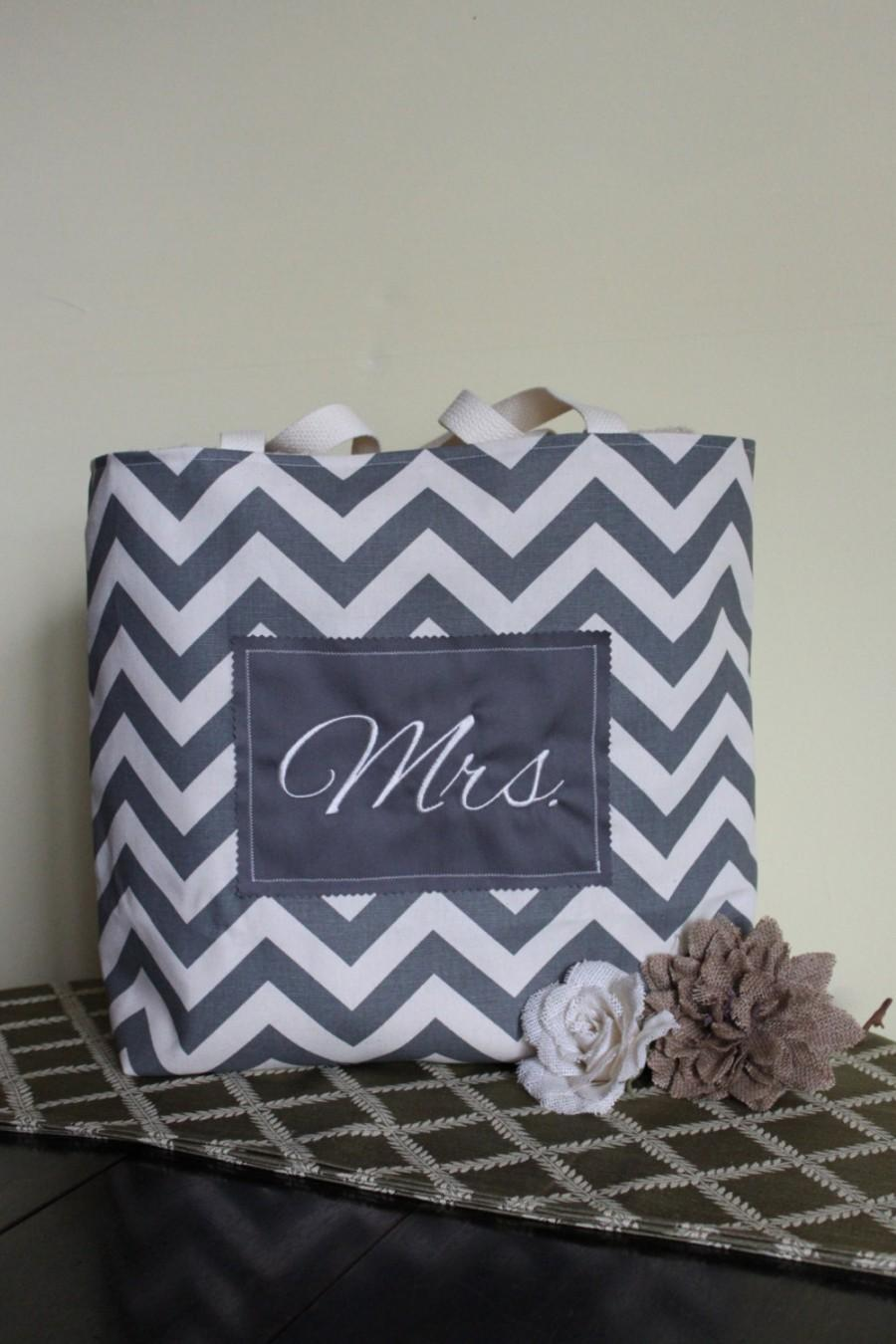 Mariage - Mrs. Embroidered Grey Chevron Tote in Duck Cloth Canvas - Fiance, Bride to be, Bridal Shower, Wedding, Purse, Beach, Gift-Favor-Goodie Bag