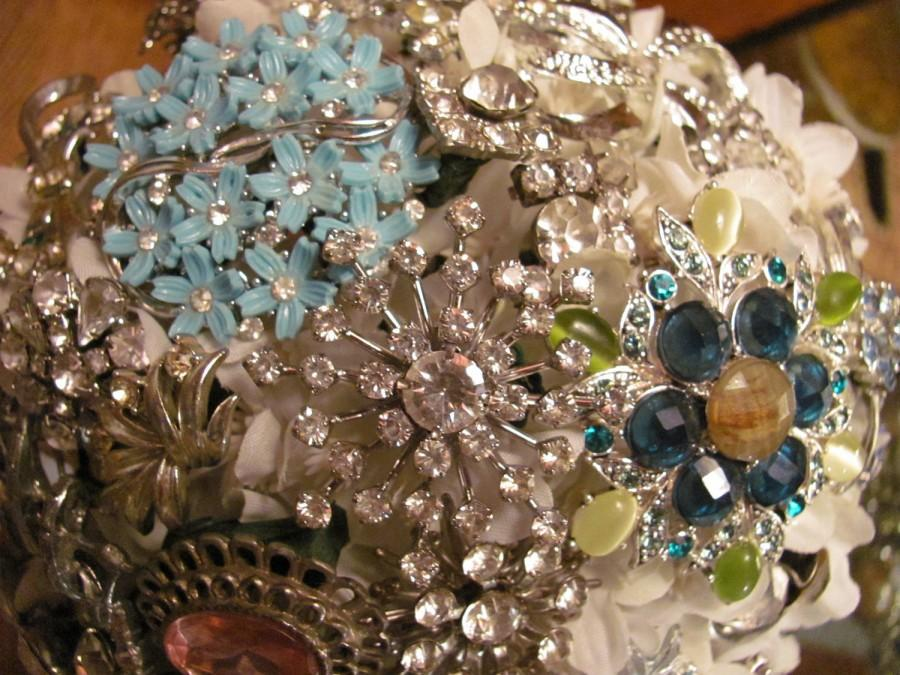 Mariage - Beautiful Bridal Bouquet  Made of  Vintage Brooches and Jewelry /Wedding /Handmade /OOAK / Vintage Brooch /Brides Bouquet/ White Hydrangea