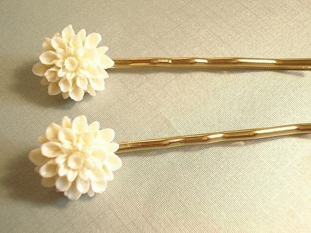Mariage - Creme Mum Hairpins Gold Flower Hair Pins Cream Flower Mum Hairpins, Wedding Accessory