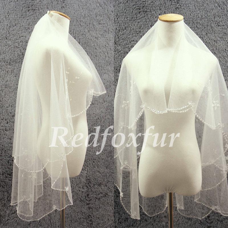 Свадьба - Bridal Veil 2 tier Ivory Veil Hand-beaded Flower Crescent edge Wedding dress veil Wedding Accessories With a comb