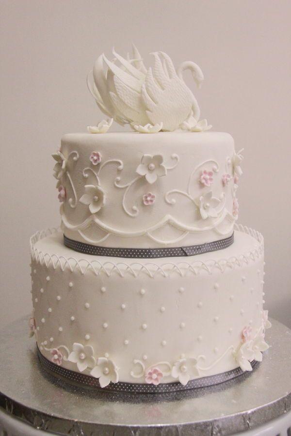 Cake Swan Wedding Cake Round Wedding Cakes 2467345 Weddbook