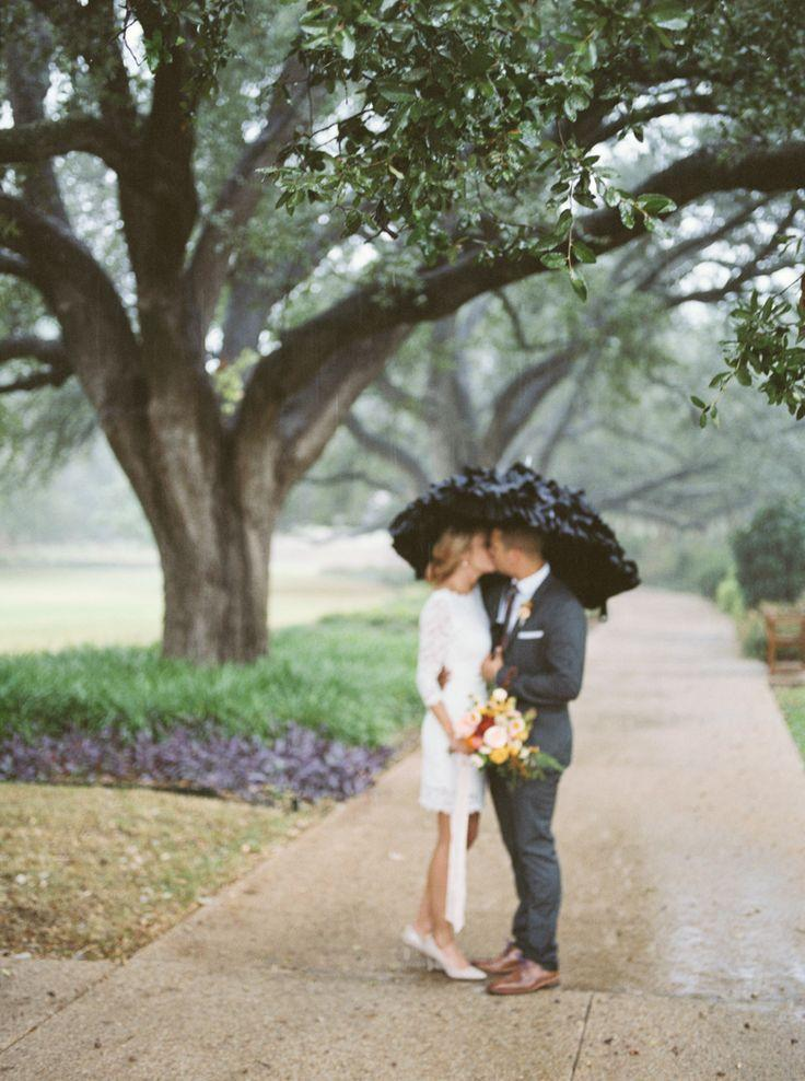 Mariage - A Rainy & Romantic Fort Worth Fall Elopement