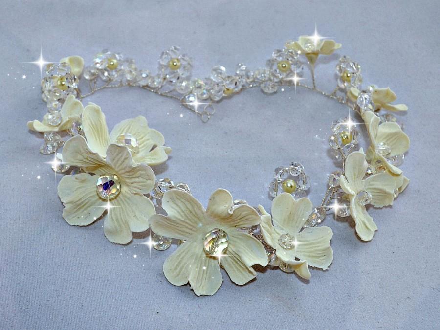 Mariage - Crystal headpiece,  Bridal hair wreath, Spring wedding hair piece, Communion hair vine, Porcelain flower halo, Flower girl hair accessories