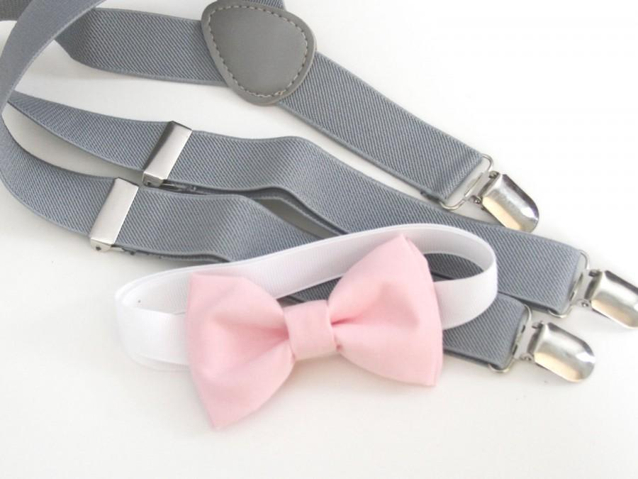 Свадьба - Baby Pink bow-tie & Light gray elastic suspender set, Adjustable neck strap and suspender - Blush pink bow tie and light gray suspenders