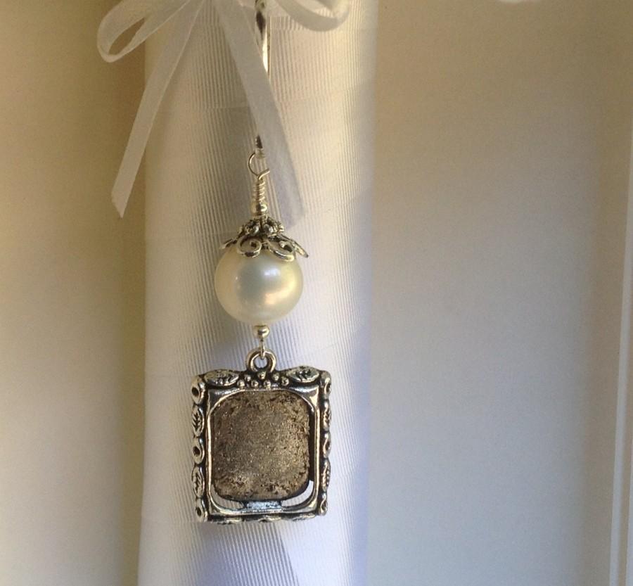 زفاف - Wedding bouquet photo charm with white, ivory, blue or pink shell pearl. Memorial photo charm. Gift for her. Bridal shower gift. Photo charm