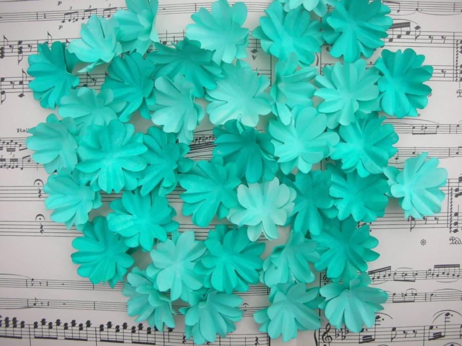 Mariage - 40 paper flowers Ombre Purple Coral Pink Turquoise Flowers for bouquets headdress headband boutonniers corsage table centerpiece decor
