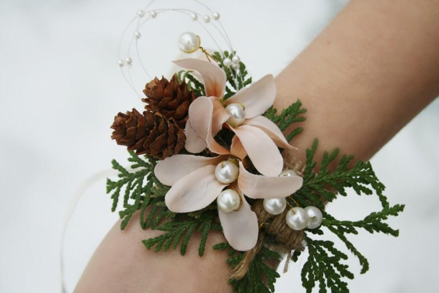 Mariage - Rustic Corsage Winter corsage Woodland wedding corsage flower pinecone corsage winter wedding wrist wrap bridesmaid gift bridal corsage EVE