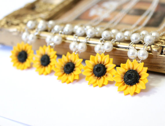 Wedding - Set of 5 Sunflower Necklace, Sunflower Jewelry, Yellow Sunflower Bridesmaid, Flower and Pearls Necklace, Bridal Flowers, Bridesmaid Necklace