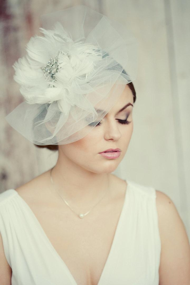Mariage - Royal crystal and feather fascinator.  Vintage style bridal veil. Huge exquisite wedding fascinator. White feather and crystal fascinator