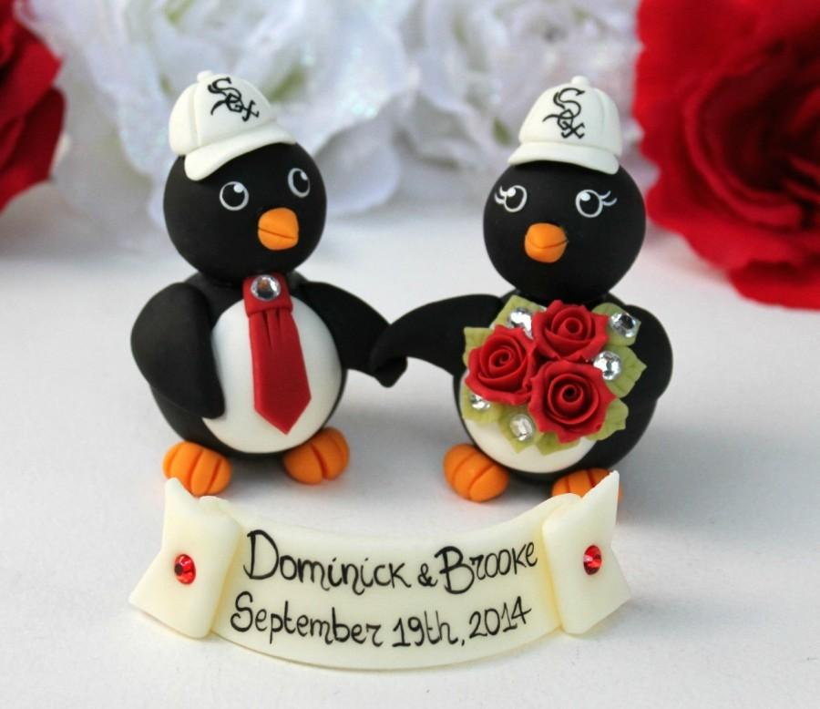 Mariage - Holding hands penguin wedding custom cake topper with personalized banner, sport themed wedding
