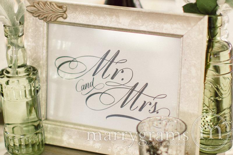 Mariage - Mr. and Mrs. Table Card Sign - Elegant Sweetheart Table Wedding Reception Seating Signage - Newlyweds - Matching Numbers Available SS04