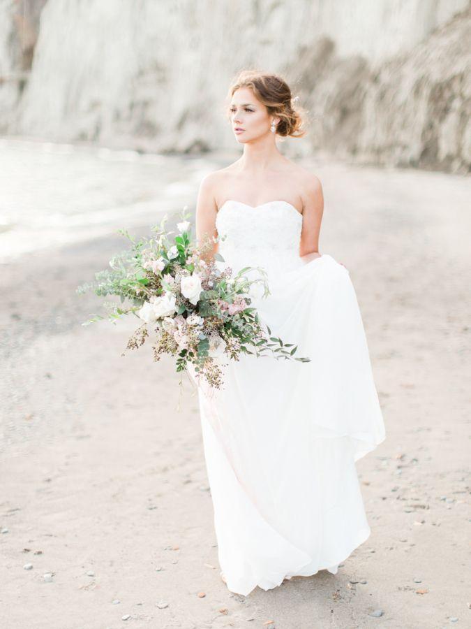 Свадьба - Organic Scarborough Bluffs Beach Wedding Inspiration