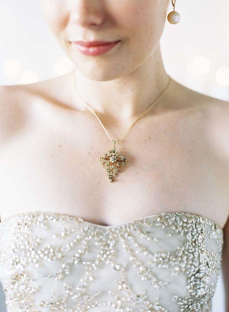 Hochzeit - Chic Valentine's Day Elopement Inspiration