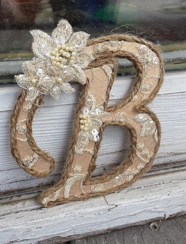 Свадьба - Elegant Lace Monogram Cake Topper; Burlap Cake Topper; Gold and Ivory Lace Cake Initial; Unique Barn Wedding; Boho Chic Hippie Wedding