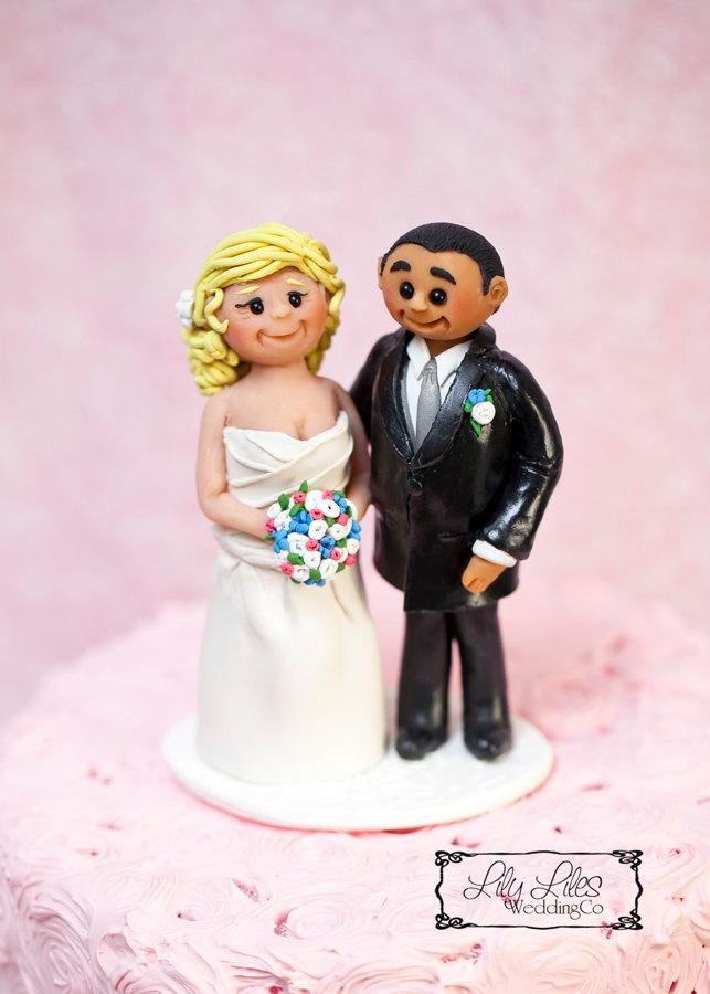 Hochzeit - Portrait Custom Wedding Cake Topper, polymer clay figures, Bride and Groom cake topper clay characters birthday handmade