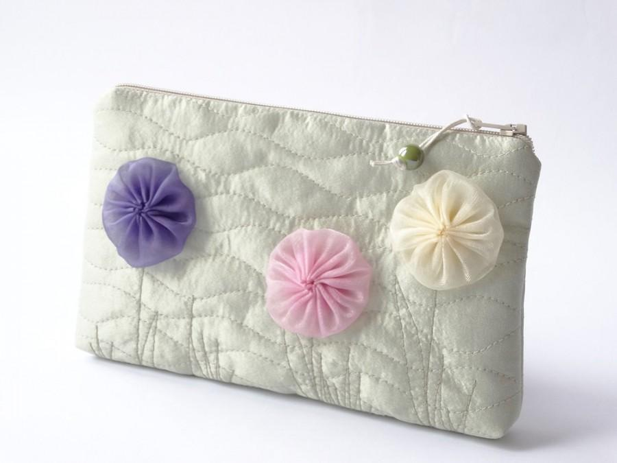 Свадьба - Wedding Gift for Flower Girl, Flower Girl Purse, Clutch with Flowers, Teen Girl Cosmetic Pouch