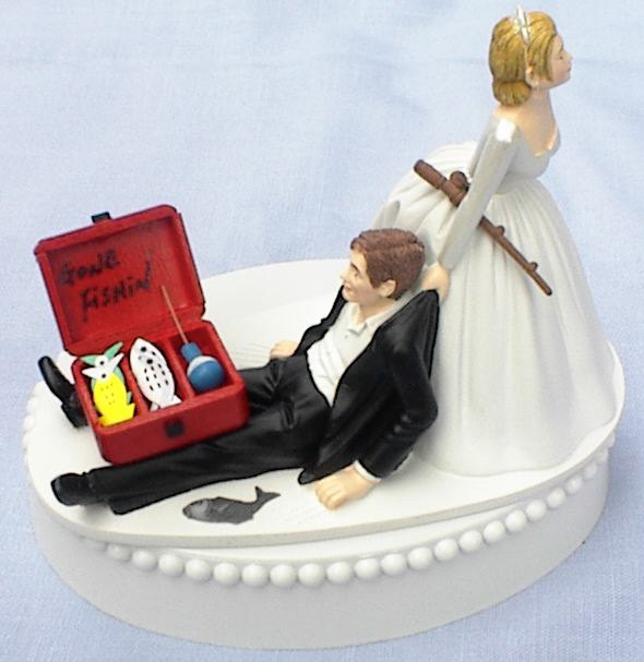 Mariage - Wedding Cake Topper Gone Fishin' Fishing Pole Tackle Box Groom Fish Themed w/ Bridal Garter Bride Dragging Pulling Humorous Funny Unique Top