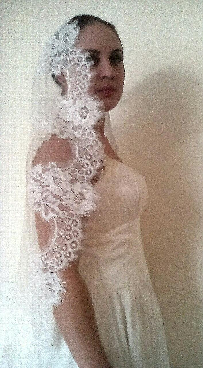 Свадьба - FREE SHiPPing !Ivory lace veil. Light ivory , white veil .Lace veil. Beautiful Spanish style. Wedding veil. Bridal headpiece.