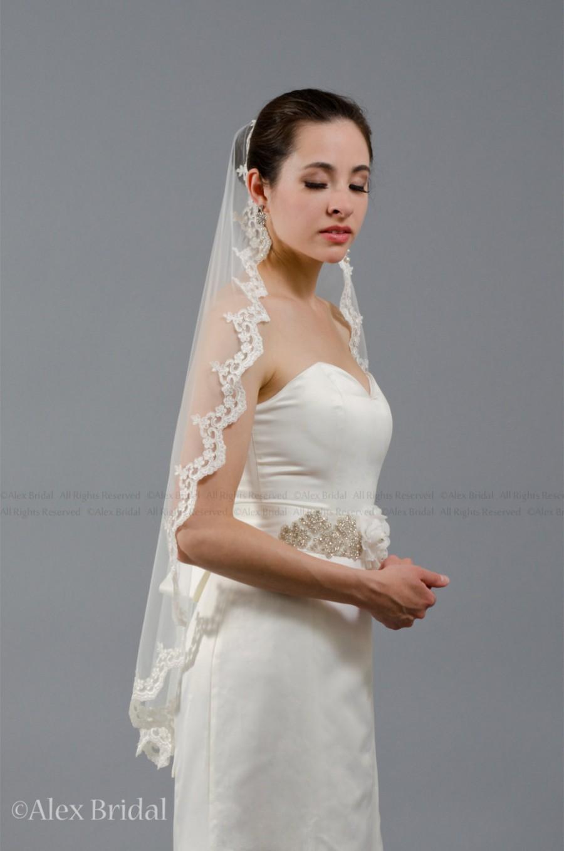 Mariage - Mantilla bridal wedding veil ivory 50x50 fingertip alencon lace