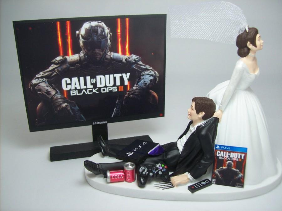 Mariage - NEW GAMER COD Op 3 ps4 Brown Hair Bride and Groom Funny Wedding Cake Topper Video Game Groom's Cake