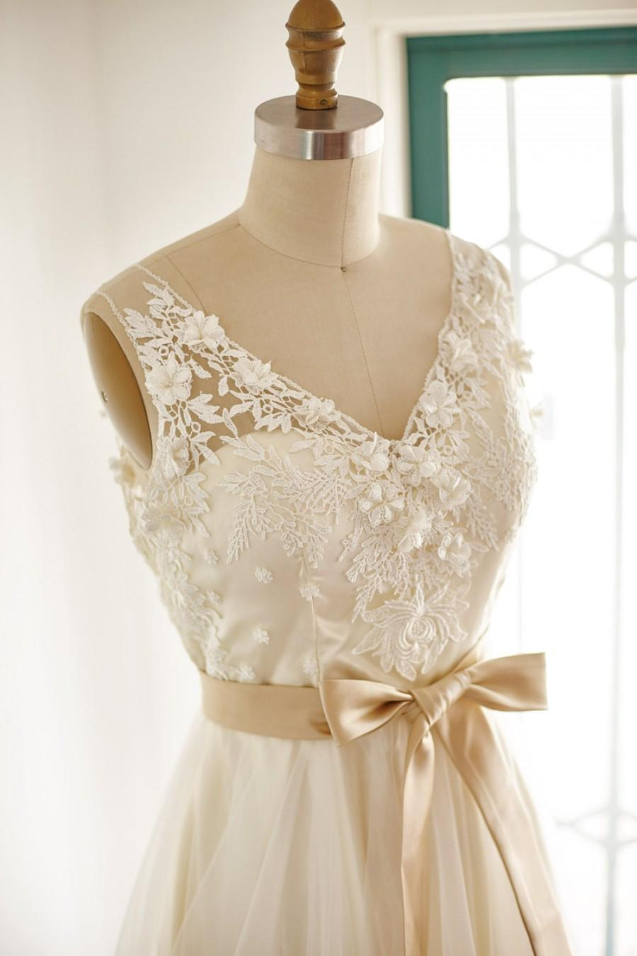 Mariage - Lace Tulle Wedding Dress  Bridal Gown with Champagne Lining