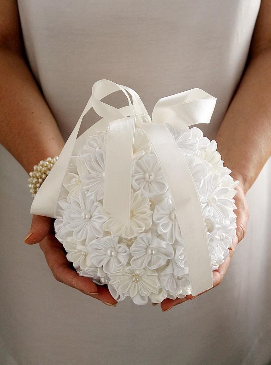 Свадьба - Ivory White Satin Bridal Bouquet, Kanzashi Pomander, Kissing Ball, Bridal Bouquet, Flower Girl Pomander, Wedding Bouquet, Flower Pomander