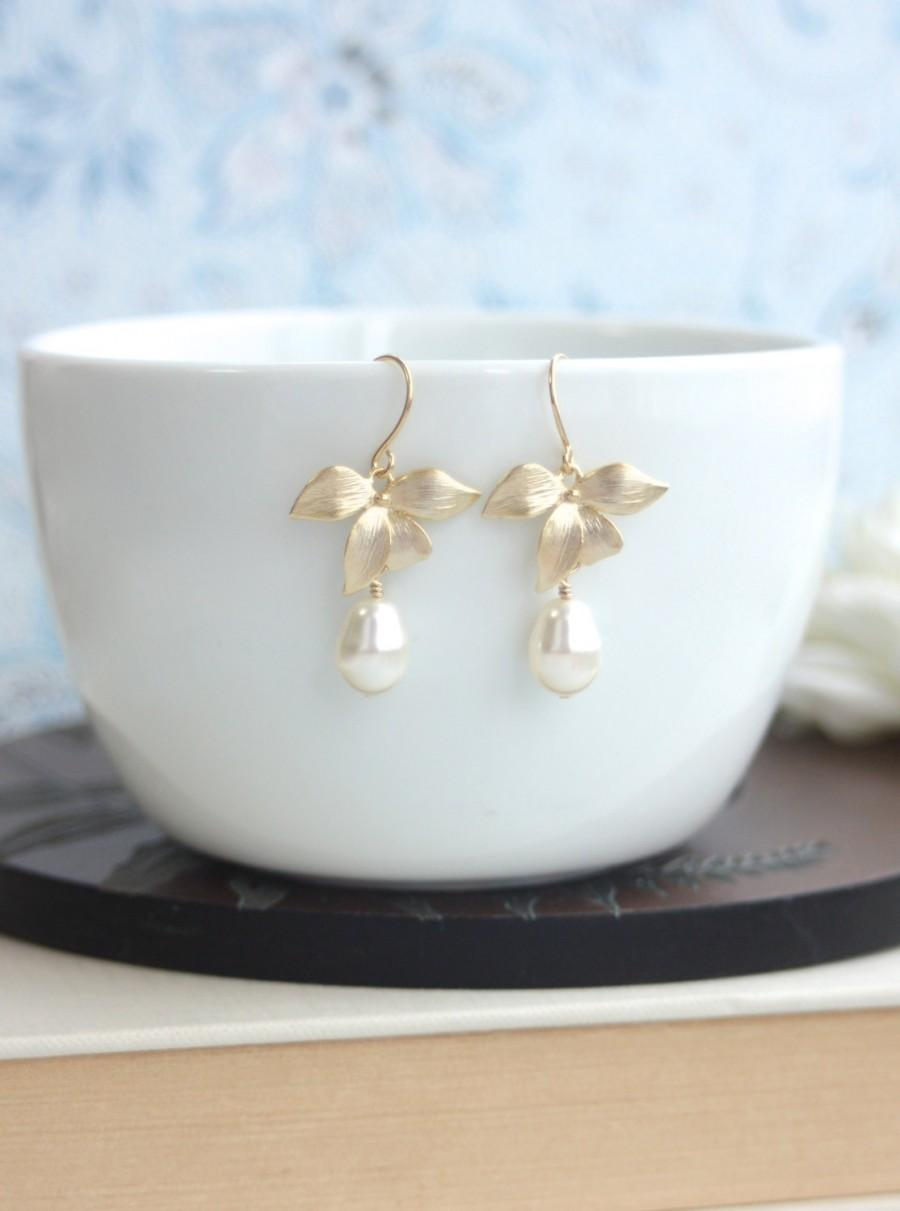Mariage - Orchid Flower Earring. Orchid Ivory Pearl Drop Earring. Bridesmaid Gift Garden Wedding. Flower Wedding Gold Ivory Vintage Style, Rustic Gold