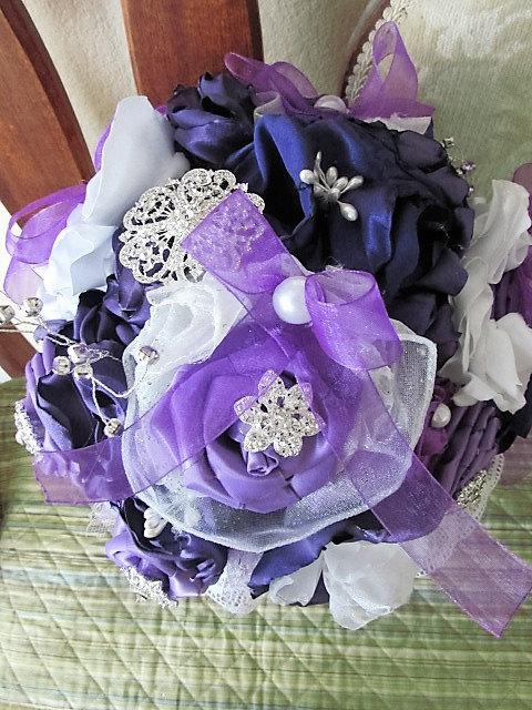 Mariage - Brooch bouquet in purple and white is ready for purchase off the shelf today!