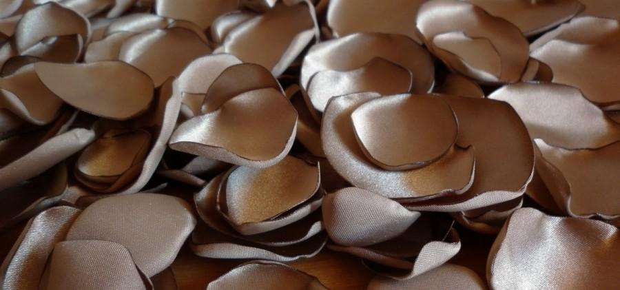 Mariage - brown bronze satin petals, Set of 150,  wedding decoration, party decoration, table decoration, fabric flowers, diy supplies, centerpiece