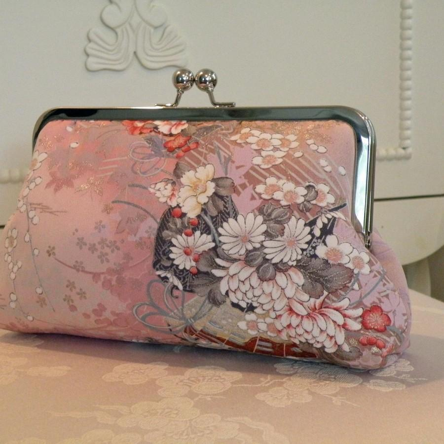 Свадьба - Silk Kimono Fabric Clutch/Purse/Bag..Bridesmaid/Wedding Gift..Cherry Blossoms..Asian fans..Bridal..Free Monogram