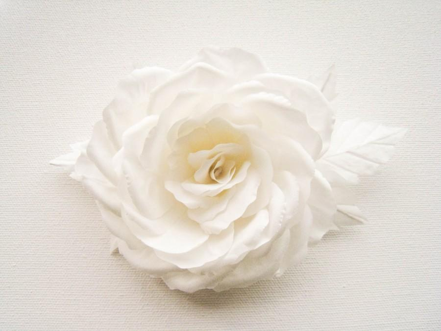 Mariage - Bridal flower wedding rose from natural silk , flower 100% HANDMADE, offwhite wedding, hair pin, headpiece