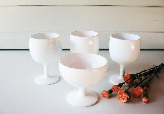 Mariage - Milk Glass Compotes, Wedding Decoration, Centerpiece, Bridesmaids gift