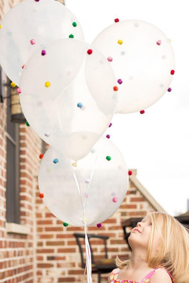 Hochzeit - 10 DIY Party Decorations With Pom Poms