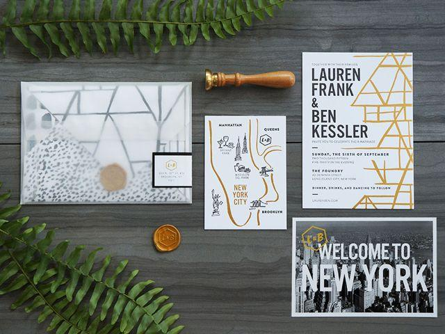 Mariage - Modern Black, White, And Gold Foil Wedding Invitations