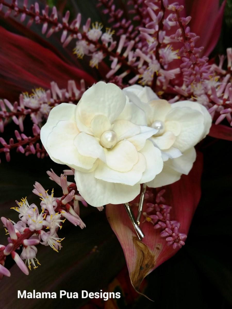Mariage - SILK HAIR PINS, Ivory hair flowers, Freshwater Pearl Center, Bridal Hair pins, Hawaiian, Hair Accessory, Wedding accessory, Beach wedding