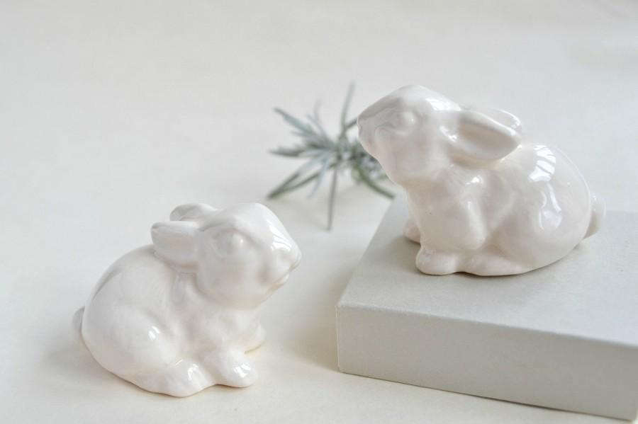 Hochzeit - Wedding cake topper bunny rabbits - Wedding cake topper - white bunnies - pair of wedding date love Easter bunny rabbits