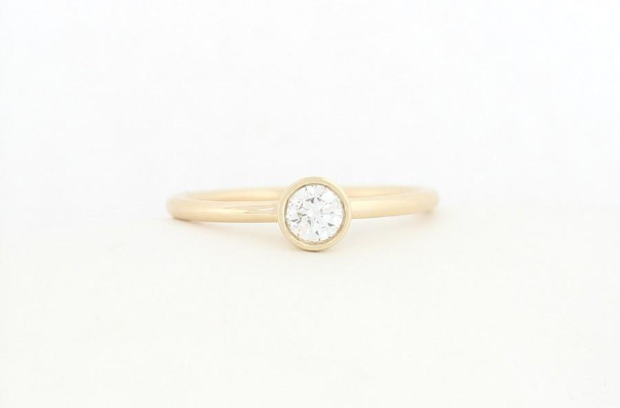 Mariage - Yellow Gold Round Brilliant Cut Lab Grown Diamond Engagement Ring, Yellow Gold Thin Dainty Bezel Set Engagement Ring, Lab Grown Diamond Ring