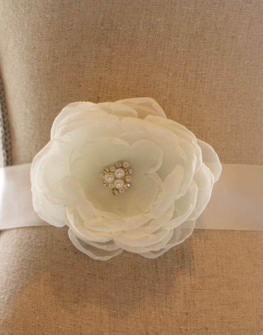 Hochzeit - Custom Ivory Flower Sash - Ivory Wedding Sash - Flowergirl Sash - Bridesmaid Sash - Bridesmaid Ribbon Belt - Bridal Belt - Flower Girl Sash