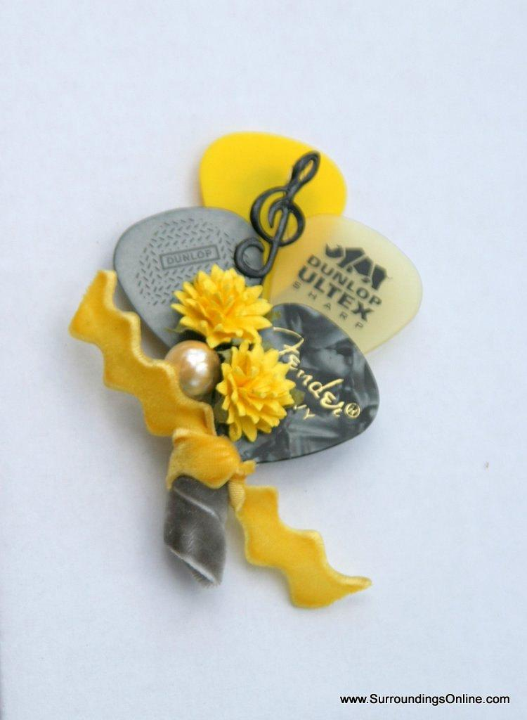 Свадьба - Yellow and Gray Guitar Pick Boutonniere - Choose Color
