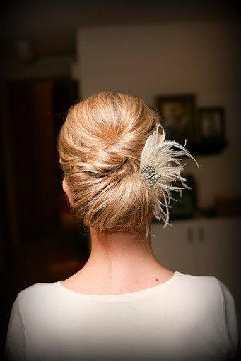 Свадьба - Feather and  Rhinestone Broach and Crystal Comb and Fascinator