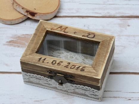Mariage - Wedding Ring Box Bride Groom Ring Bearer Holder Wooden Ring Box Personalized RIng Bearer Rustic wedding