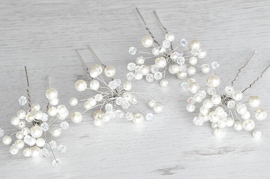 Hochzeit - Handcrafted wedding pearls hairpins. Bridal crystals hairpins. Handmade bridal pearls hairpiece. Pearls Flower hairpins. Vintage hair pin